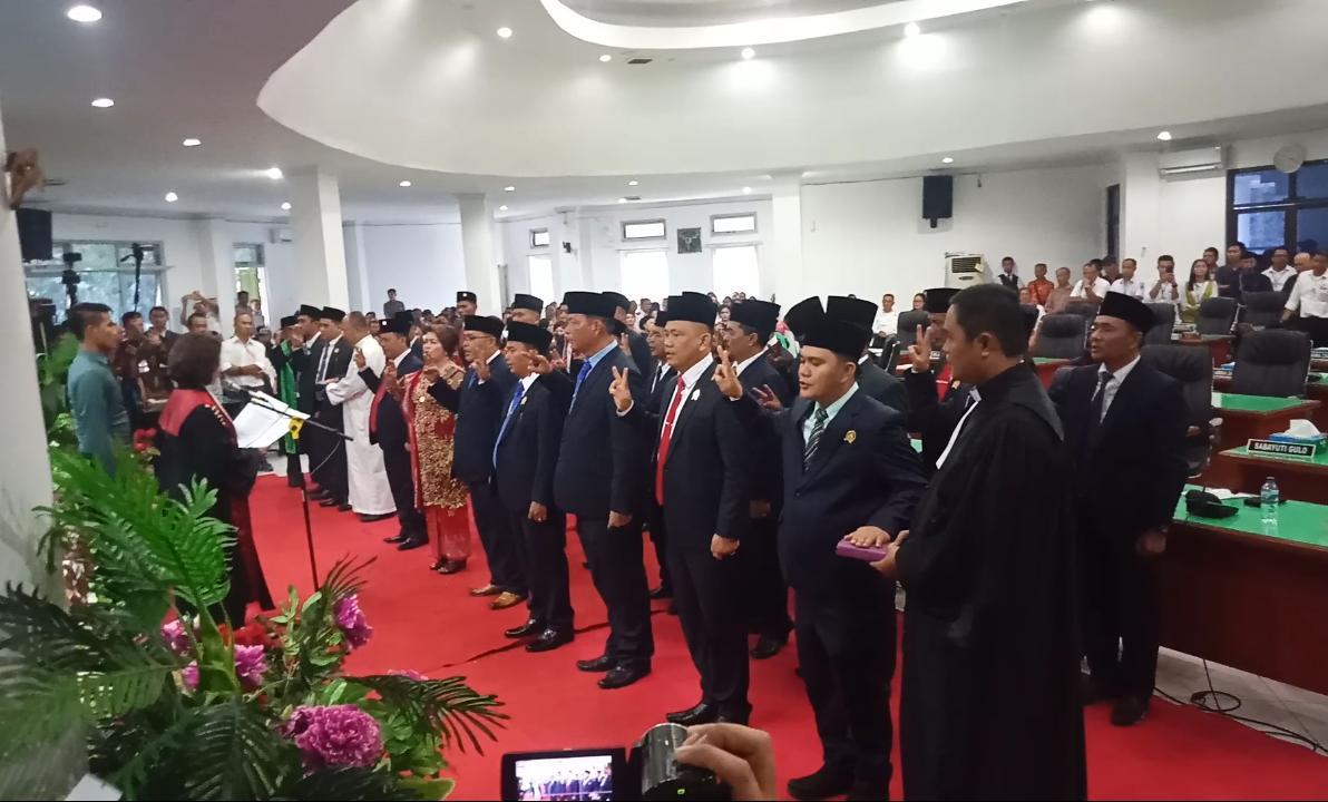 Resmi Dilantik, Ini Daftar Nama DPRD Kabupaten Nias Periode 2019 – 2024