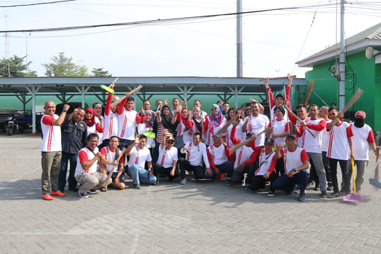 Syahbandar Makassar Rutin Gelar Aksi Bersih Lingkungan Laut dan Pantai