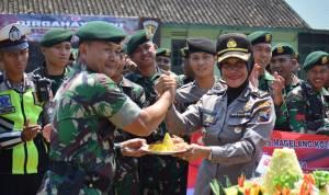 Upacara HUT Ke-74 TNI Di Yonarmed 11 Kostrad, Diserbu Personil Polres Magelang Kota