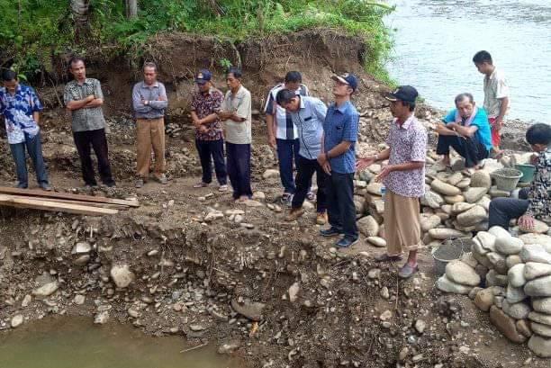 Dana Desa Bangun Jembatan Penghubung Di Desa Hilimoasio